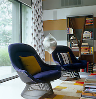 A pair of Verner Panton chairs and an unusual bookcase by Andrea Branzi in the corner of the living area