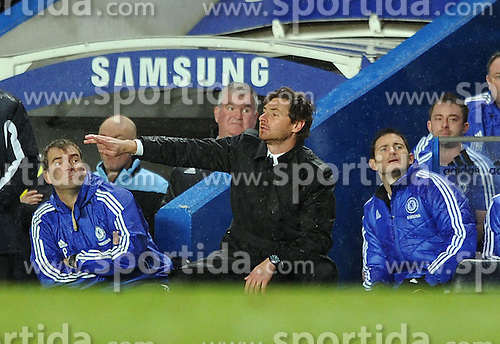 12.12.2011, Stamford Bridge Stadion, London, ENG, PL, FC Chelsea vs Manchester City, 15. Spieltag, im Bild Chelsea's Frank Lampard looks on from behind manager Andre Villas-Boas during the football match of English premier league, 15th round, between FC Chelsea and Manchester City at Stamford Bridge Stadium, London, United Kingdom on 2011/12/12. EXPA Pictures © 2011, PhotoCredit: EXPA/ Propagandaphoto/ Chris Brunskill..***** ATTENTION - OUT OF ENG, GBR, UK *****