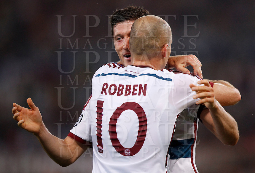 Calcio, Champions League, Gruppo E: Roma vs Bayern Monaco. Roma, stadio Olimpico, 21 ottobre 2014.<br /> Bayern&rsquo;s Arjen Robben celebrates with teammate Robert Lewandowski after scoring his second goal during the Group E Champions League football match between AS Roma and Bayern at Rome's Olympic stadium, 21 October 2014. <br /> UPDATE IMAGES PRESS/Isabella Bonotto