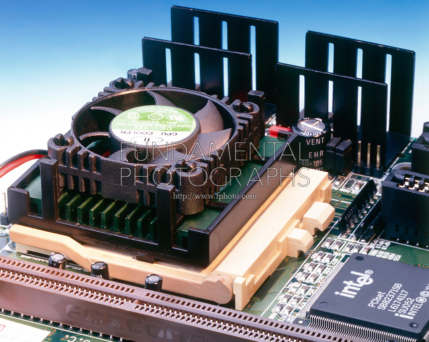 COMPUTER PROCESSOR UNIT (CPU) CHIP W/COOLING FAN<br />