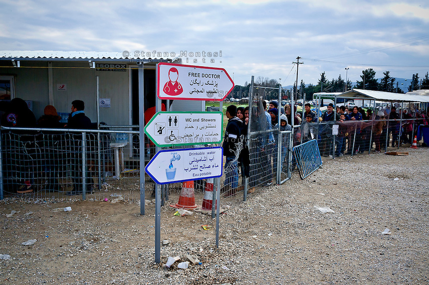 Refugees and migrants wait in line to enter a refugee camp at Idomeni village, Greece, as they wait to cross the Greece-Macedonian border, 8 Febraury 2016.<br /> Hundreds of refugees arrive at Idomeni and cross the border between Greece and Macedonian on their journey to North Europe.