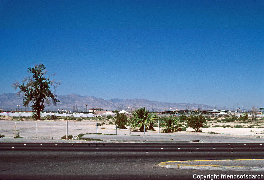 Las Vegas: Desert view from the Strip. Photo '79.