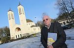 Foto: VidiPhoto<br /> <br /> HEILIG LANDSTICHTING - Archivaris Jan Willemsen voor de Cenakelkerk in Heilig Landstichting bij Nijmegen. Willemsen schreef een boek over de honderdjarige Cenakelkerk en het naastgelegen Ori&euml;ntalis (het voormalige Bijbels Openluchtmuseum).