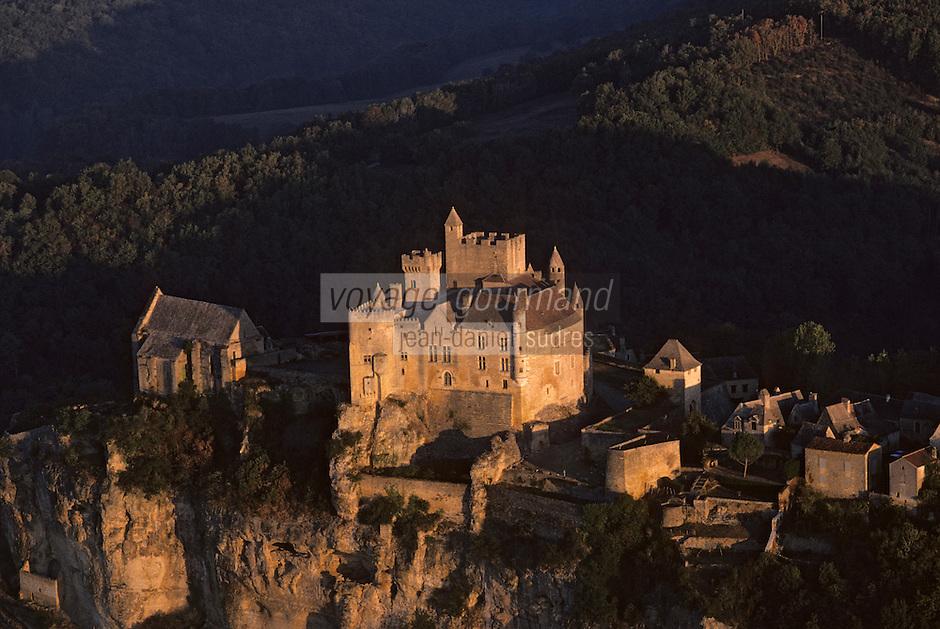 Europe/France/Aquitaine/24/Dordogne/Vallée de la Dordogne/Périgord/Périgord noir/Beynac-et-Cazenac: Le Château de Beynac à l'aube  Vue aérienne