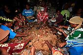 Dégustation du bougna géant à la cloture du festival à Lifou