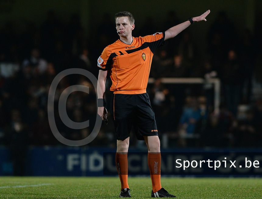 20161217 - ROESELARE , BELGIUM : referee Bert Put pictured during the Proximus League match of D1B between Roeselare and Cercle Brugge, in Roeselare, on Saturday 17 December 2016, on the day 20 of the Belgian soccer championship, division 1B. . SPORTPIX.BE | DAVID CATRY