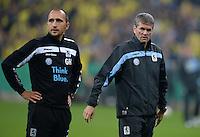 FUSSBALL   DFB POKAL 2. RUNDE   SAISON 2013/2014 TSV 1860 Muenchen - Borussia Dortmund         24.09.2013 Co-Trainer Christian Holzer (li, 1860 Muenchen) und Trainer Friedhelm Funkel (1860 Muenchen) nachdenklich