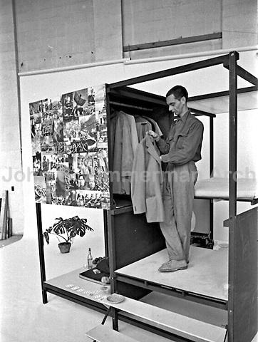 """Ken and Jo Isaacs, """"Living Cube,"""" Detroit, 1954. Photographer John G. Zimmerman"""