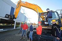 SCHAATSEN: HEERENVEEN: 24-11-2014, IJsstadion Thialf, Voorbereidingen verbouw, Thialf directeur Eelco Derks verricht de eerste handeling in de cabine van de graafmachine, ©foto Martin de Jong