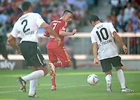 FUSSBALL   1. BUNDESLIGA  SAISON 2011/2012   5. Spieltag FC Bayern Muenchen - SC Freiburg         10.09.2011 TOR zum 2:0 von Franck Ribery (FC Bayern Muenchen) gegen Pavel Krmas (li, SC Freiburg) und Maximilian Nicu (re, SC Freiburg)