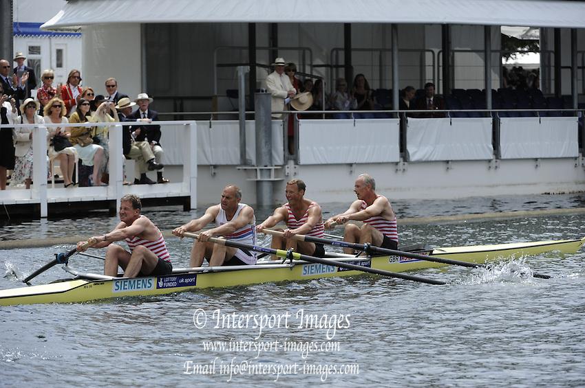Henley, Great Britain.  Henley Royal Regatta. River Thames,  Henley Reach.  Royal Regatta. River Thames Henley Reach. Friday  12:32:18  01/07/2011  [Intersport Images] . HRR