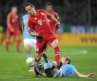 Fussball DFB Pokal:  Saison   2011/2012  Achtelfinale  20.12.2011 VfL Bochum - FC Bayern Muenchen  Franck Ribery (li, FC Bayern Muenchen) gegen Bjoern Kopplin (VfL Bochum)
