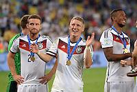 FUSSBALL WM 2014                       FINALE   Deutschland - Argentinien     13.07.2014 DEUTSCHLAND FEIERT DEN WM TITEL: Shkodran Mustafi (li) und Bastian Schweinsteiger (re) freuen sich