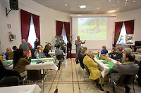 Roma 2  Dicembre 2015<br /> Il bosco della solidariet&agrave;: un anno al servizio dei cittadini del Corpo forestale dello Stato che con la Caritas di Roma presso la Casa famiglia di Villa Glori presenta il calendario istituzionale  2016 e attivit&agrave; di educazione ambientale. La Forestale offre un pasto a base di frutti del bosco.
