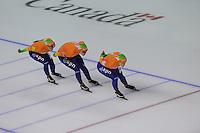 SCHAATSEN: CALGARY: Olympic Oval, 10-11-2013, Essent ISU World Cup, Team Pursuit, Linda de Vries, Lotte van Beek, Ireen Wüst (NED), ©foto Martin de Jong