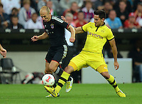 FUSSBALL   1. BUNDESLIGA   SAISON 2012/2013   SUPERCUP FC Bayern Muenchen - Borussia Dortmund            12.08.2012 Arjen Robben (li, FC Bayern Muenchen) gegen Ilkay Guendogan (Borussia Dortmund)