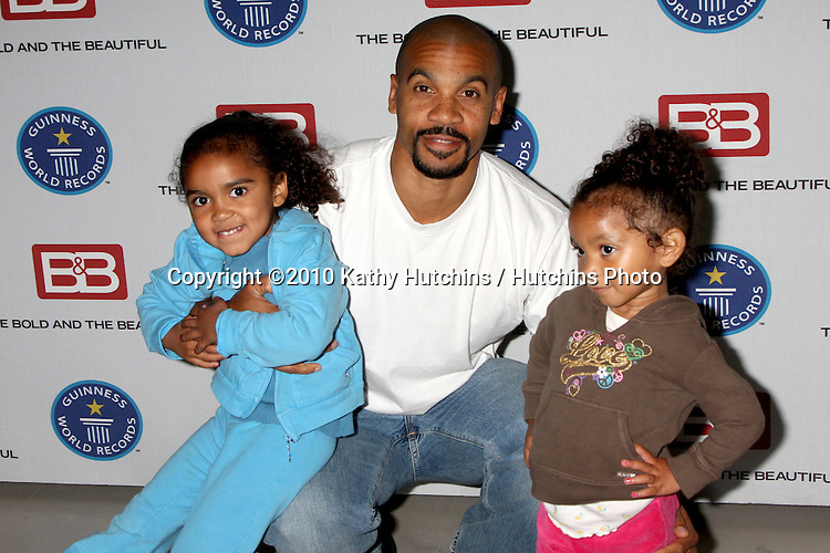 "Aaron D. Spears & Daughters.Guinness World Records®  presents THE BOLD AND THE BEAUTIFUL with the certification as the  ""Most Popular Daytime TV Soap - Current..Bold & Beautiful Set, Stage 31, CBS Televsion CIty.Los Angeles, CA.May 18, 2010.©2010 Kathy Hutchins / Hutchins Photo.."