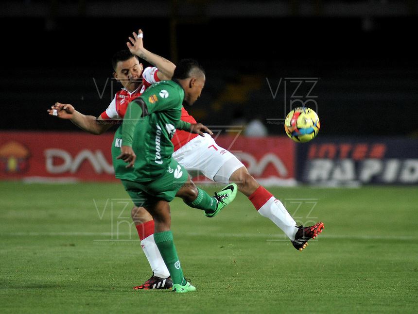 BOGOTA - COLOMBIA -24 -09-2014: Luis Arias (Izq.) jugador de Independiente Santa Fe disputa el balón con Yonny Hinestroza (Der.) jugador de La Equidad durante partido entre Independiente Santa Fe y La Equidad por la fecha11 de la Liga Postobon II-2014, en el estadio Nemesio Camacho El Campin de la ciudad de Bogota. / Luis Arias (L) player of Independiente Santa Fe struggles for the ball with Yonny Hinestroza (R)  player of de La Equidad during a match between Independiente Santa Fe and La Equidad for the date 11 of the Liga Postobon II -2014 at the Nemesio Camacho El Campin Stadium in Bogota city, Photo: VizzorImage  / Luis Ramirez / Staff.