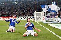 FUSSBALL   1. BUNDESLIGA   SAISON 2011/2012    17. SPIELTAG FC Schalke 04 - SV Werder Bremen                            17.12.2011 Torjubel: Klaas Jan Huntelaar und Raul (v.l., beide FC Schalke 04