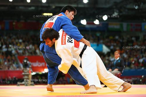 (L to R) Riki Nakaya (JPN), Mansur Isaev (RUS), .JULY 30, 2012 - Judo : .Men's -73kg Final .at ExCeL .during the London 2012 Olympic Games in London, UK. .(Photo by Daiju Kitamura/AFLO SPORT) [1045].