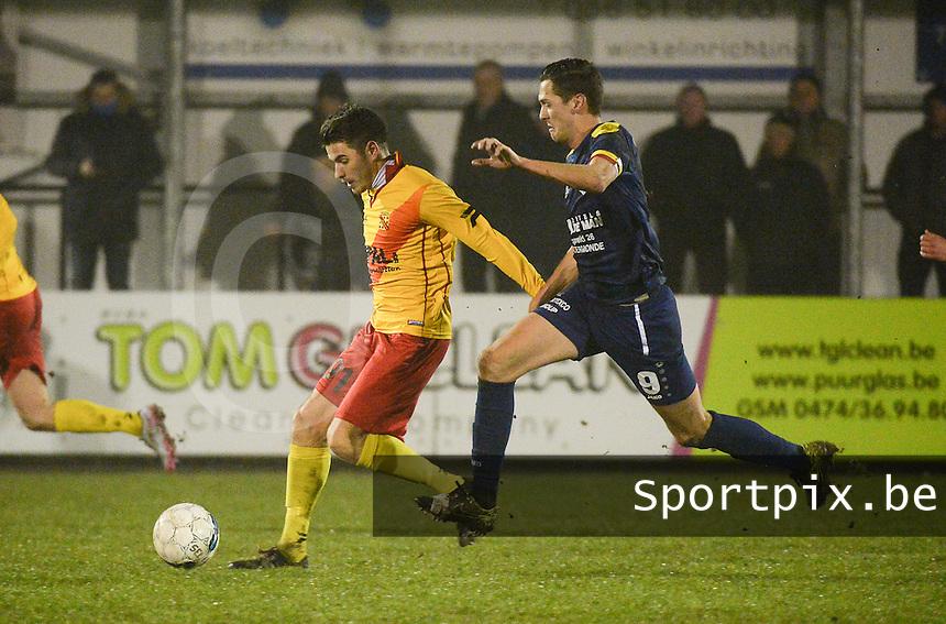 Eendracht Wervik - FC Lebbeke :<br /> Kevin Bogemans (R) in achtervolging op Jan Dewinter (L)<br /> Foto VDB / Bart Vandenbroucke