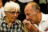 Roma 8 Settembre 2013<br /> Assemblea  in difesa della Costituzione.<br /> Il baciamano di Valentino Parlato a Carla Ravaglioli ex senatrice di Sinistra Indipendente