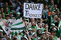 Fussball 1. Bundesliga   Saison  2012/2013   34. Spieltag   1. FC Nuernberg - SV Werder Bremen       18.05.2013 SV Werder Bremen bedanken sich per Plakat beim Ex Trainer Thomas Schaaf; DANKE Thomas!