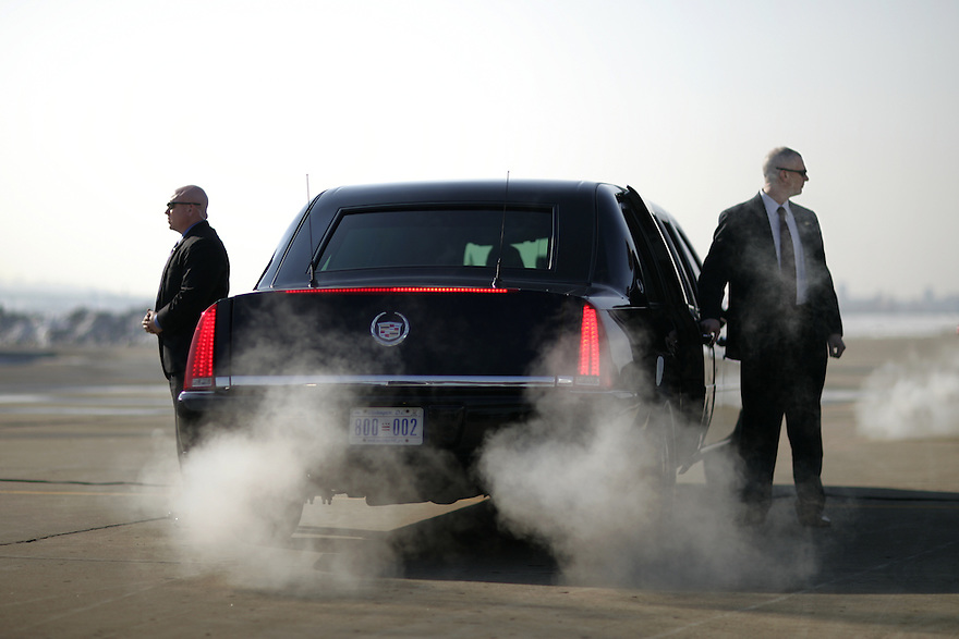 Secret Service agents stand guard around President  Bush's Limousine on the tarmac as he arrives in Kansas City, MO, January 25, 2007. .Photo by Brooks Kraft/Corbis...