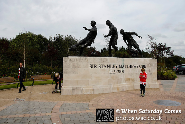 Stoke City 1 West Bromwich Albion 1, 24/09/2016. Bet365 Stadium, Premier League. The Stanley Matthews statue at the Bet365 Stadium. Photo by Paul Thompson.