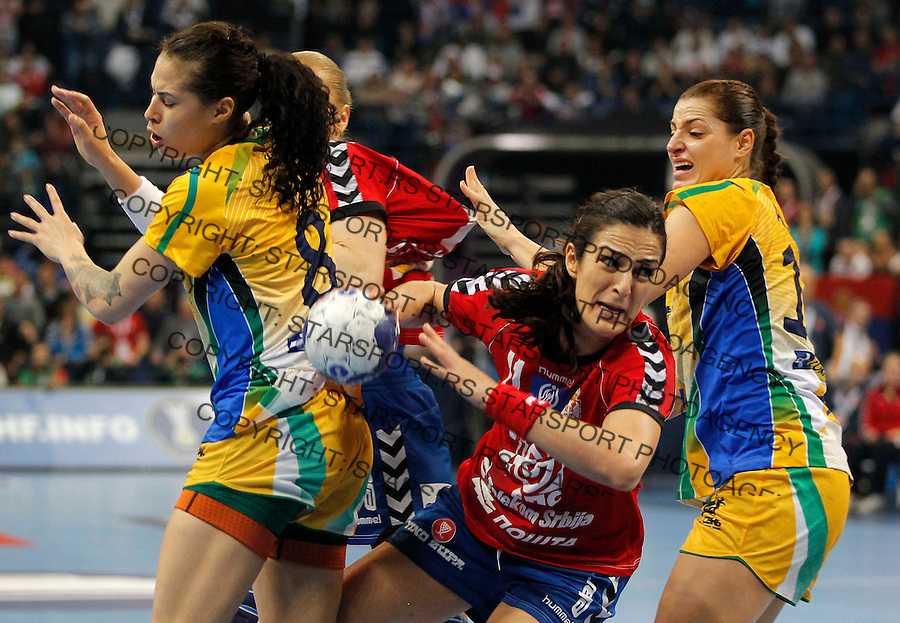 BELGRADE, SERBIA - DECEMBER 22:  Sanja Damnjanovic (C) of Serbia in action during the World Women's Handball Championship 2013 Final match between Brazil and Serbia at Kombank Arena Hall on December 22, 2013 in Belgrade, Serbia. (Photo by Srdjan Stevanovic/Getty Images)