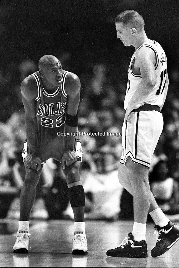 Chicago Bulls Michael Jordan and Golden State Warriors Chris Mullen ..(photo/Ron Riesterer)