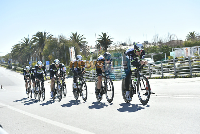 Team Dimension Data practice before the 1st stage of the race of the two seas, 52nd Tirreno-Adriatico by NamedSport a 22.7km Team Time Trial at Lido di Camaiore, Italy. 8th March 2017.<br /> Picture: La Presse/Fabio Ferrari | Cyclefile<br /> <br /> <br /> All photos usage must carry mandatory copyright credit (&copy; Cyclefile | La Presse)