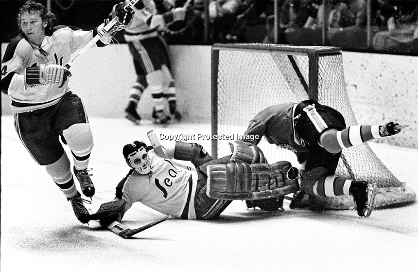 Seals vs.Pittsburg Penguins 1971: Seal Dick Redmond and goalie Gilles Meloche.  (photo/Ron Riesterer)