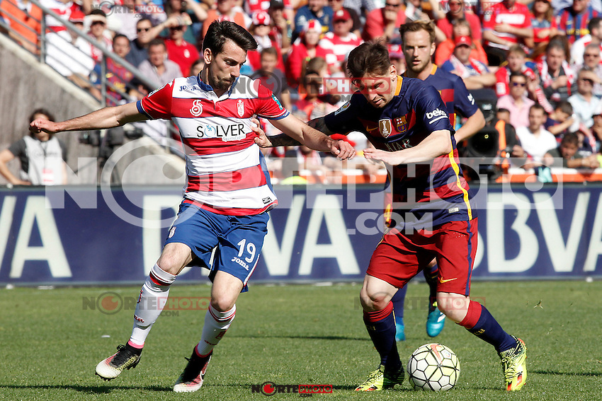 Granada's Isaac Cuenca (l) and FC Barcelona's Leo Messi during La Liga match. May 14,2016. (ALTERPHOTOS/Acero) /NortePhoto.com