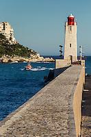 Europe/France/Provence-Alpes-Côte d'Azur/Alpes-Maritimes/Nice/ Phare à l'entrée du Port et Villas sur la Corniche // Europe, France, Provence-Alpes-Côte d'Azur, Alpes-Maritimes, Nice:  Lighthouse at the entrance of the Port and Villas on the Corniche