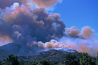 870000407 topanga wild fire burns a hillside endangering homes and creating a huge thick smoke cloud in chatsworth in la county southern california