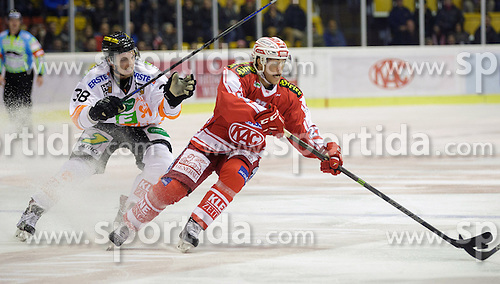 01.11.2015, Stadthalle, Klagenfurt, AUT, EBEL, EC KAC vs EHC Liwest Black Wings Linz, 19. Runde, im Bild Morten H. Poulsen (Moser Medical Graz 99ers, #38), Thomas Hundertpfund (EC KAC, #27) // during the Erste Bank Eishockey League 19th round match match betweeen EC KAC and EHC Liwest Black Wings Linz at the City Hall in Klagenfurt, Austria on 2015/11/01. EXPA Pictures © 2015, PhotoCredit: EXPA/ Gert Steinthaler