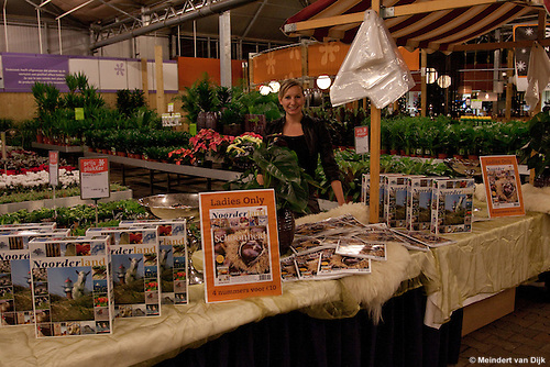 Ladies Night op 17 november 2010 bij tuincentrum Intratuin Leeuwarden. Afdrukken en downloads van deze foto('s) zijn voor privégebruik te bestellen via http://beeldbank.oypo.nl .
