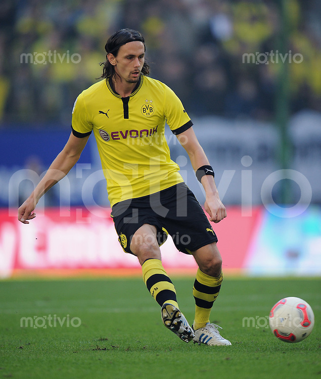 FUSSBALL   1. BUNDESLIGA   SAISON 2012/2013   4. SPIELTAG Hamburger SV - Borussia Dortmund               22.09.2012         Neven Subotic (Borussia Dortmund) Einzelaktion am Ball