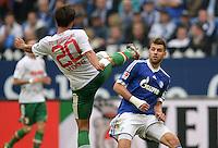 FUSSBALL   1. BUNDESLIGA   SAISON 2013/2014   8. SPIELTAG FC Schalke 04 - FC Augsburg                                05.10.2013 Jeong-Ho Hong (li, FC Augsburg) gegen Adam Szalai (re, FC Schalke 04)