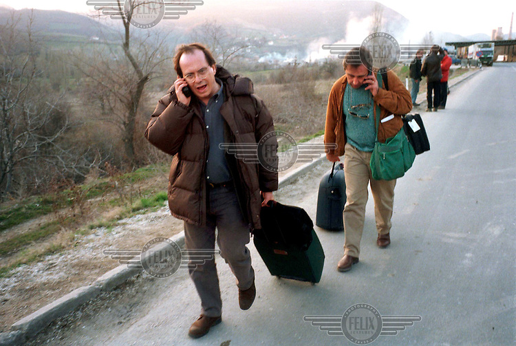 © Andrew Testa / Panos Pictures..MACEDONIA. Journalists make their way from the Macedonian border after being expelled from Kosovo by the Serbian authorities.
