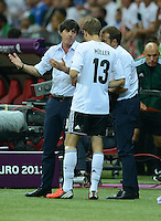 FUSSBALL  EUROPAMEISTERSCHAFT 2012   HALBFINALE Deutschland - Italien              28.06.2012 Trainer Joachim Loew (li) und Thomas Mueller (re, beide Deutschland)