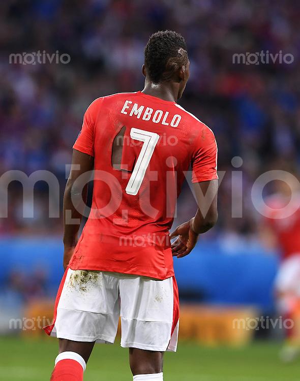 FUSSBALL EURO 2016 GRUPPE A IN LILLE Schweiz - Frankreich     19.06.2016 Bei dem Trikot von Breel Embolo (Schweiz) fehlt es an einer Stelle etwas an der Materialdichte