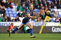 Chris Pennell of Worcester Warriors passes the ball. Aviva Premiership match, between London Irish and Worcester Warriors on February 7, 2016 at the Madejski Stadium in Reading, England. Photo by: Patrick Khachfe / JMP