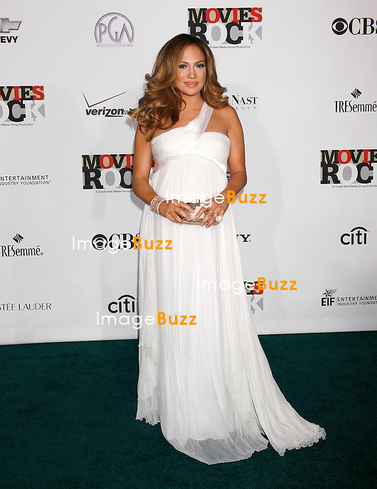 """JENNIFER LOPEZ ENCEINTE - """" MOVIES ROCK """" A CELEBRATION OF MUSIC IN FILM AT THE KODAK THEATER IN HOLLYWOOD..LOS ANGELES, DECEMBER 2, 2007...Pic : Jennifer Lopez ( pregnant )"""