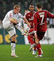 FUSSBALL   1. BUNDESLIGA   SAISON 2011/2012   23. SPIELTAG Borussia Moenchengladbach - Hamburger SV         24.02.2012 Mike Hanke (Borussia Moenchengladbach)  gegen Marcell Jansen (re, Hamburger SV)