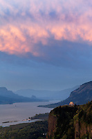 Vista House on Crown Point under a stormy sky, Columbia River Gorge National Scenic Area, Oregon, USA
