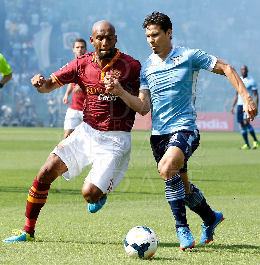 Calcio, Serie A: Roma vs Lazio. Roma, stadio Olimpico, 22 settembre 2013.<br /> AS Roma defender Maicon, of Brazil, and Lazio midfielder Hernanes, also of Brazil, fight for the ball during the Italian Serie A football match between AS Roma and Lazio, at Rome's Olympic stadium, 22 September 2013.<br /> UPDATE IMAGES PRESS/Riccardo De Luca