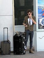 Jamie Hince at Nice airport - EXCLUSIVE PHOTOS
