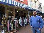Foto: VidiPhoto<br /> <br /> KAMPEN - Winkeliers in de Geerstraat in Kampen hebben nog steeds last van de crisis. Foto: Jagetheesan Wishman van Wishman Damesmode.